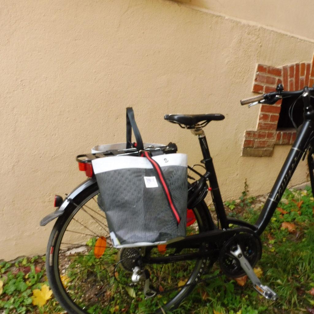 Oh la bâche ! BERTILLE-sacoche-vélo-double-en-bâche-by-Oh_la_bache-B-côté-1024x1024 BERTILLE