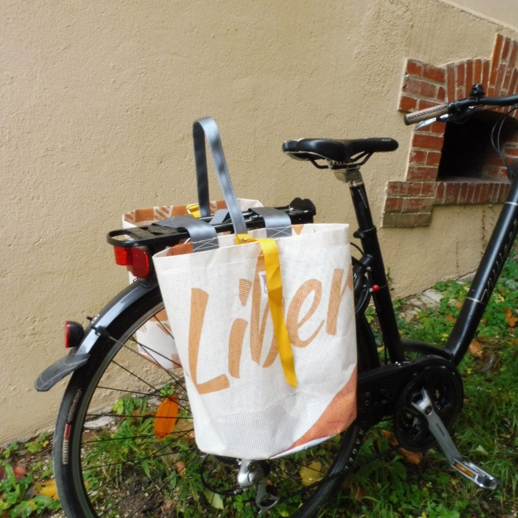 Oh la bâche ! BLANCHE-sacoche-vélo-double-en-bâche-by-Oh_la_bache-A-côté-1024x1024 BRUNE