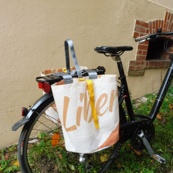 Oh la bâche ! BLANCHE-sacoche-vélo-double-en-bâche-by-Oh_la_bache-A-côté-600x600 BRUNE